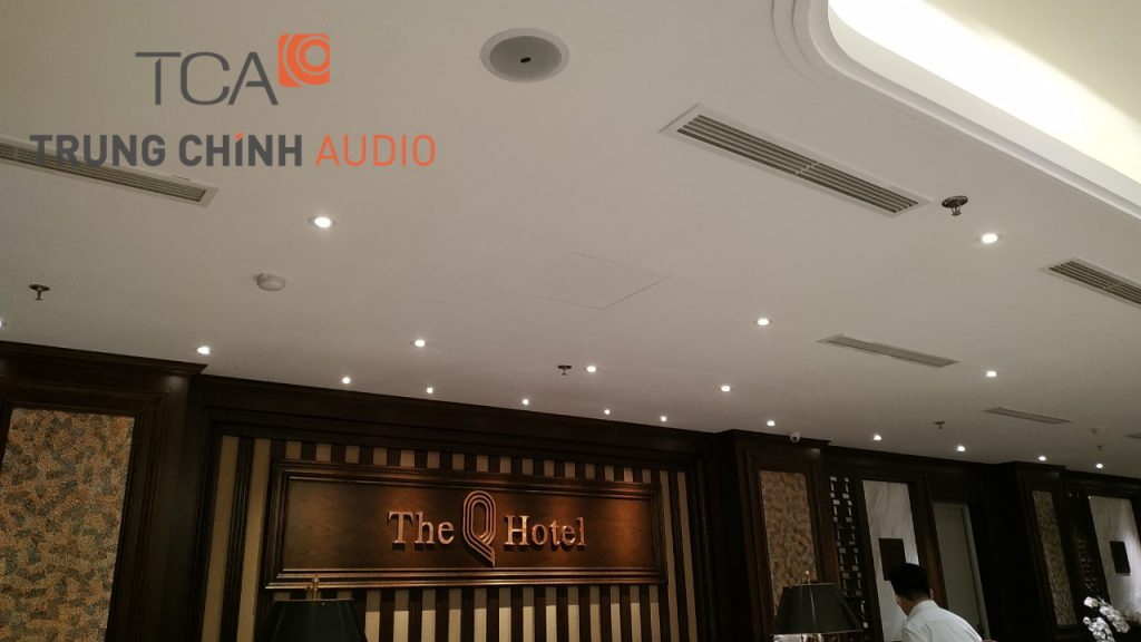 lap-dat-he-thong-am-thanh-nhac-nen-thong-bao-the-q-hotel-hanoi-02